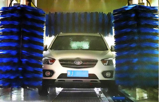 智能全自动洗车机亮相